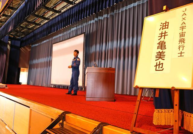 画像1: 元空自の宇宙飛行士が航空学生に講話|空自防府北基地