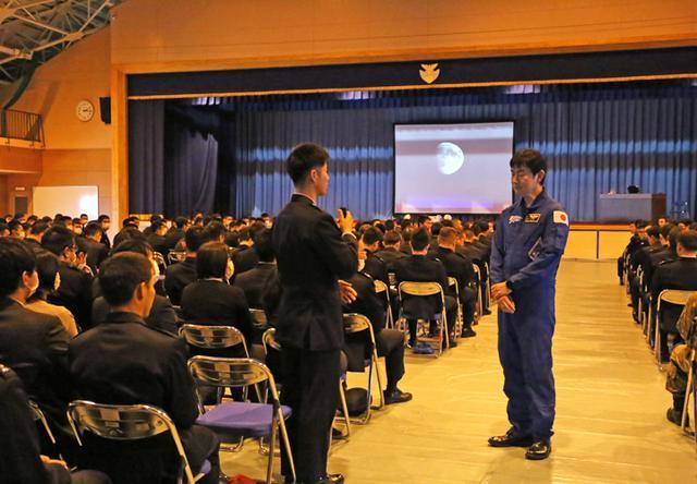 画像4: 元空自の宇宙飛行士が航空学生に講話|空自防府北基地