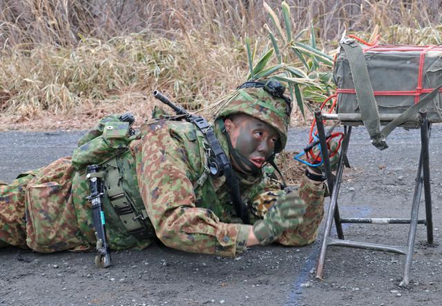 画像4: 施設中隊の冬季訓練を検閲|神町駐屯地