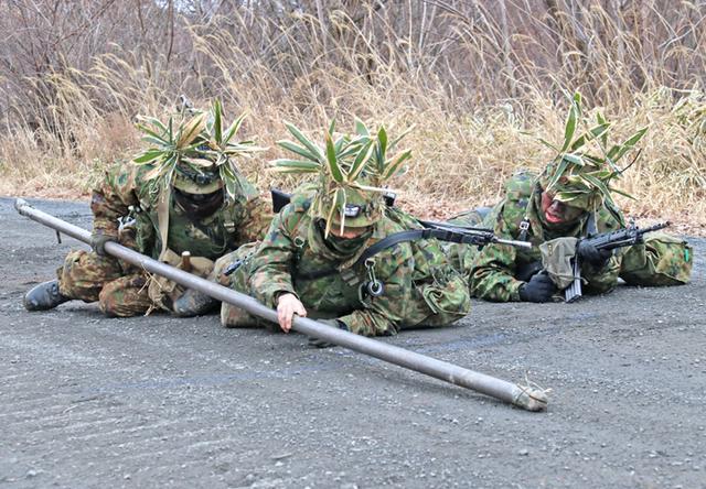 画像5: 施設中隊の冬季訓練を検閲|神町駐屯地