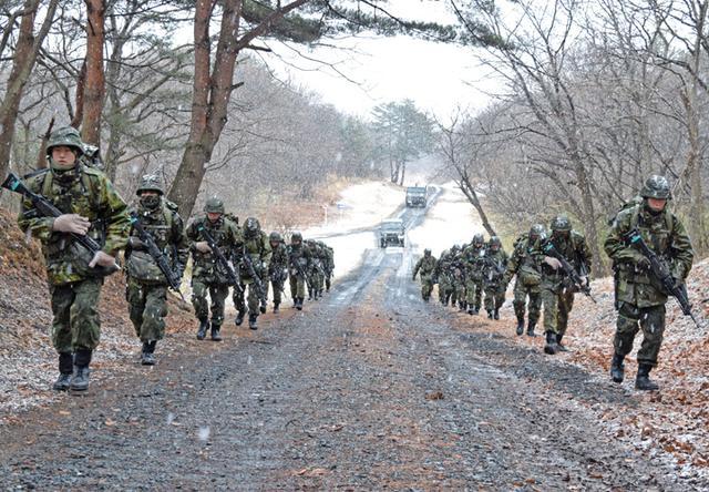 画像6: 自衛官候補生、気温0度下で25km行進|青森駐屯地