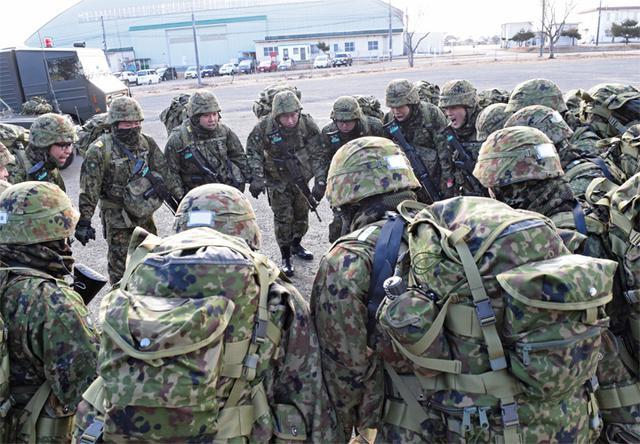画像4: 自衛官候補生、気温0度下で25km行進|青森駐屯地
