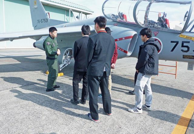 画像5: 合格者57人が陸海空自 部隊研修|佐賀地本