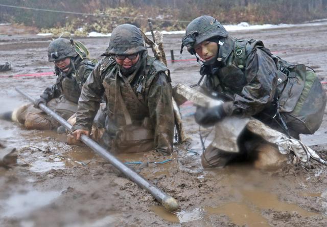 画像1: 施設中隊の冬季訓練を検閲|神町駐屯地