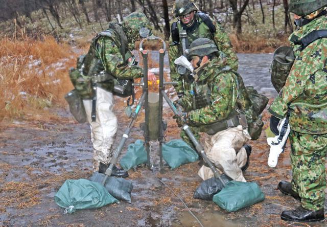 画像7: 施設中隊の冬季訓練を検閲|神町駐屯地