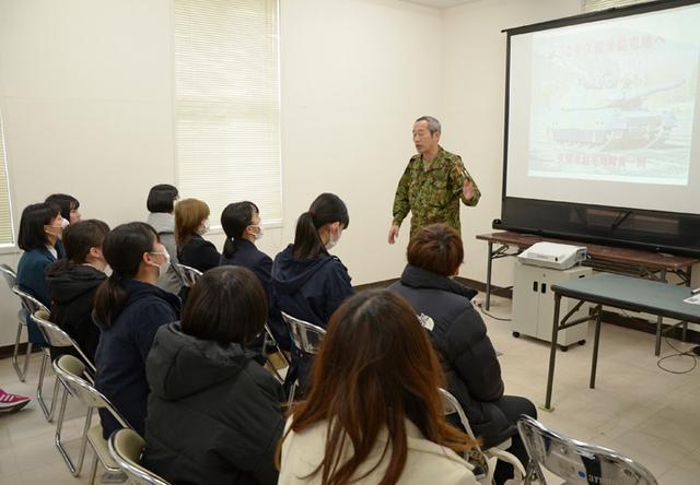画像2: 女子入隊予定者が教育部隊を研修|鹿児島地本