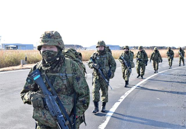 画像5: 自衛官候補生、気温0度下で25km行進|青森駐屯地