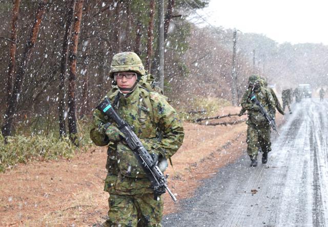 画像1: 自衛官候補生、気温0度下で25km行進|青森駐屯地