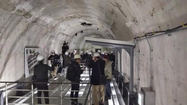 画像: 大本営地下壕跡 メディア公開の様子 www.youtube.com