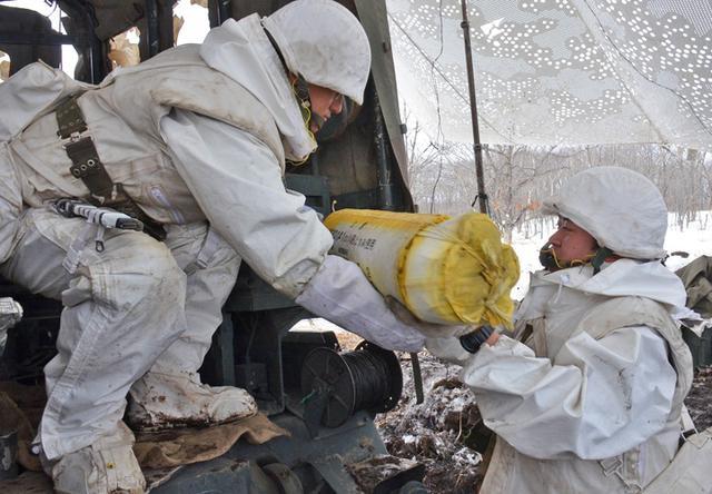 画像1: 積雪地での陣地占領と射撃競い合う|北千歳駐屯地