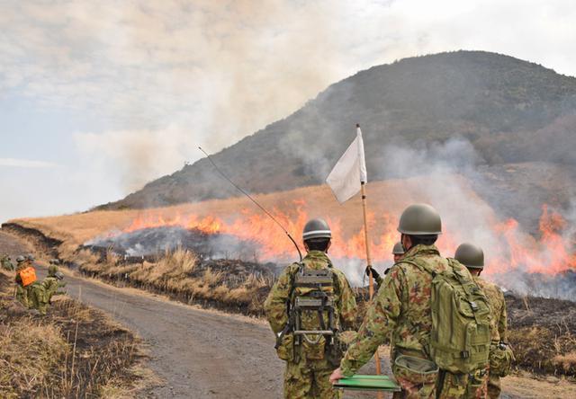 画像1: 霧島演習場 野焼き支援|都城駐屯地