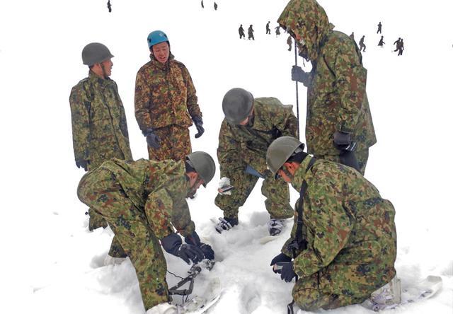 画像5: 雪道機動・遭難救助訓練に隊員200人|金沢駐屯地