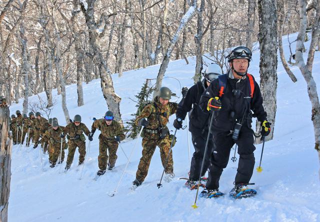 画像1: 消防と冬山遭難の共同訓練、連携強化|美幌駐屯地