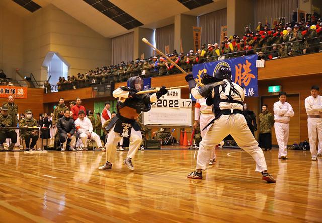 画像1: 銃剣道競技会で団結力発揮|神町駐屯地