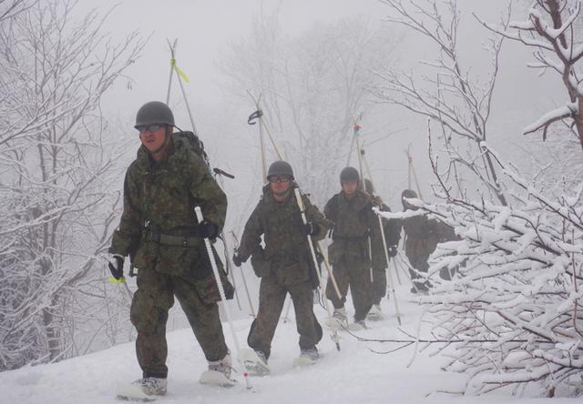 画像1: 雪道機動・遭難救助訓練に隊員200人|金沢駐屯地