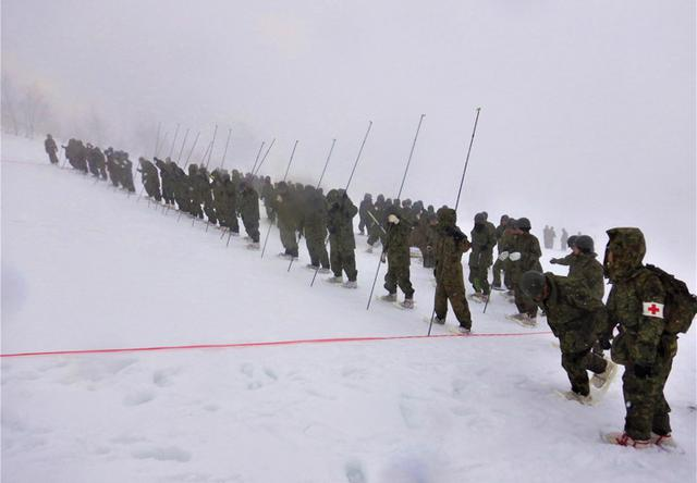 画像4: 雪道機動・遭難救助訓練に隊員200人|金沢駐屯地