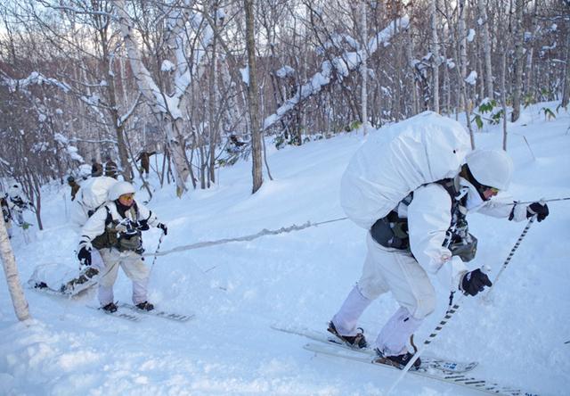 画像10: 山岳での生存機動、冬季遊撃技能を修得|陸自冬季戦技教育隊