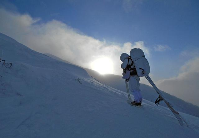 画像6: 山岳での生存機動、冬季遊撃技能を修得|陸自冬季戦技教育隊