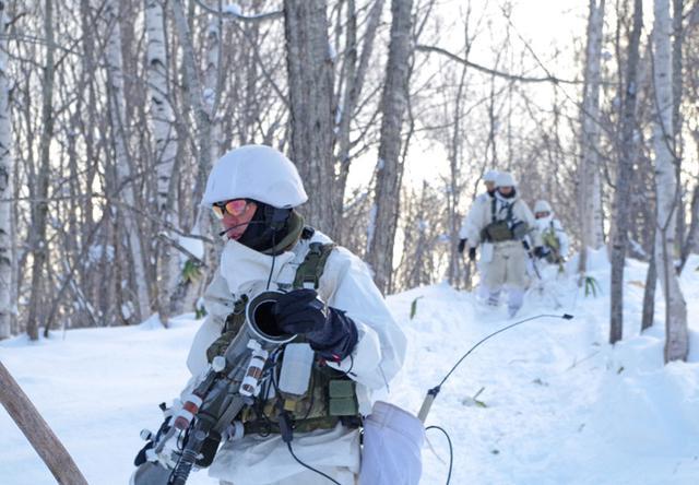 画像9: 山岳での生存機動、冬季遊撃技能を修得|陸自冬季戦技教育隊