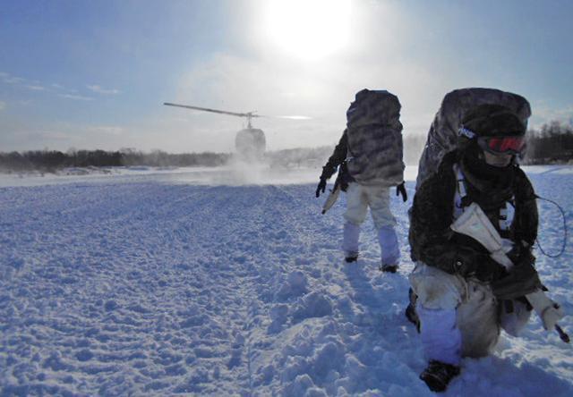 画像12: 山岳での生存機動、冬季遊撃技能を修得|陸自冬季戦技教育隊