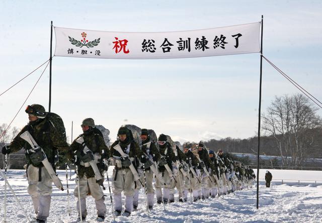 画像13: 山岳での生存機動、冬季遊撃技能を修得|陸自冬季戦技教育隊