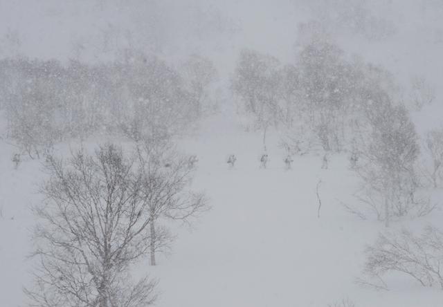 画像5: 山岳での生存機動、冬季遊撃技能を修得|陸自冬季戦技教育隊