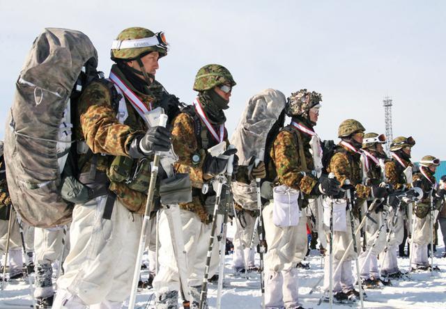 画像14: 山岳での生存機動、冬季遊撃技能を修得|陸自冬季戦技教育隊