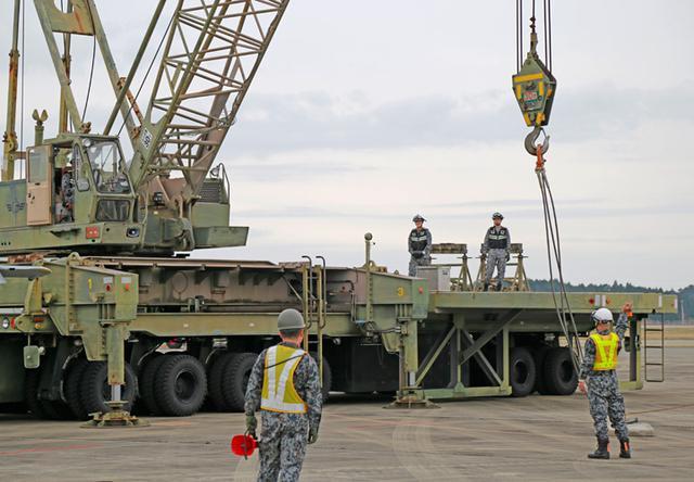 画像2: 「かく座」した航空機の撤去・収容を演練 空自新田原基地