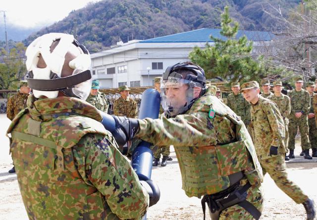 画像5: 47普連 3人の3陸尉が初級幹部に任官|海田市駐屯地