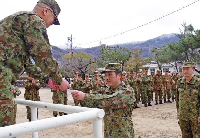 画像6: 47普連 3人の3陸尉が初級幹部に任官|海田市駐屯地