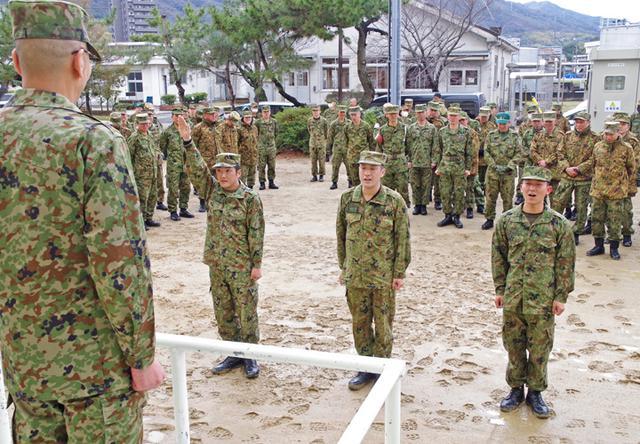 画像1: 47普連 3人の3陸尉が初級幹部に任官|海田市駐屯地