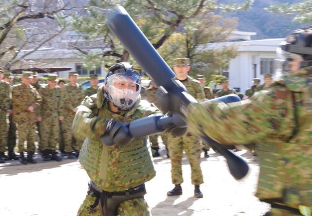 画像4: 47普連 3人の3陸尉が初級幹部に任官|海田市駐屯地
