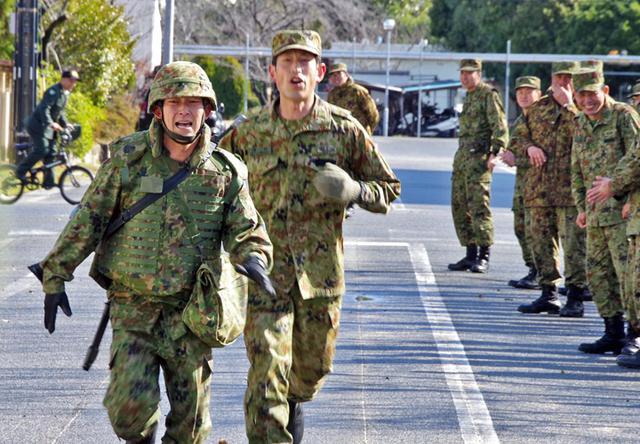 画像3: 47普連 3人の3陸尉が初級幹部に任官|海田市駐屯地