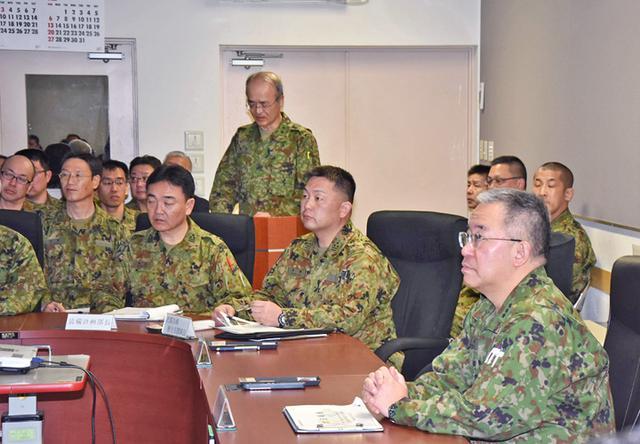 画像2: 北方総監が初度視察、隊員と懇談|陸自北海道補給処