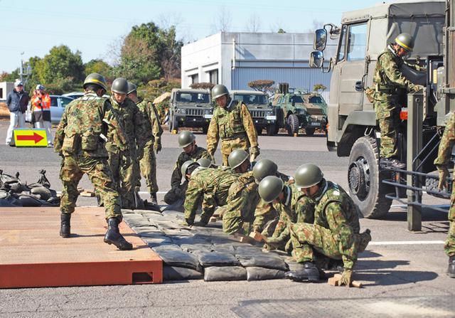 画像1: 東海地震想定し大規模訓練|陸自14旅団