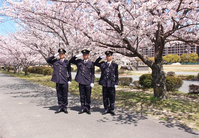画像6: 「生涯の絆を」陸曹候補生86人入隊|福岡駐屯地