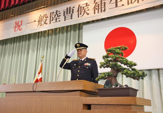 画像2: 「生涯の絆を」陸曹候補生86人入隊|福岡駐屯地
