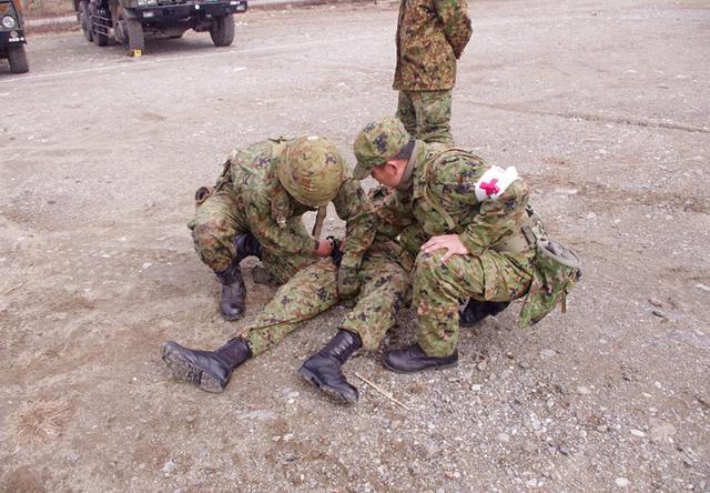 画像2: 新隊員が夜間35キロ行進後、戦闘を演練|陸自対馬警備隊