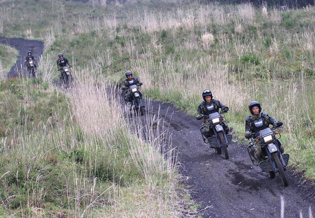 画像2: 偵察用オートバイ集合訓練|板妻駐屯地