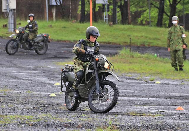 画像1: 偵察用オートバイ集合訓練|板妻駐屯地