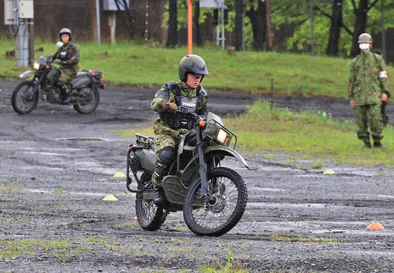 画像1: 偵察用オートバイ集合訓練 板妻駐屯地