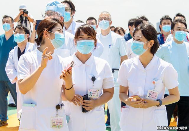 画像: ブルインの飛来を待ちわびる自衛隊中央病院のスタッフたち