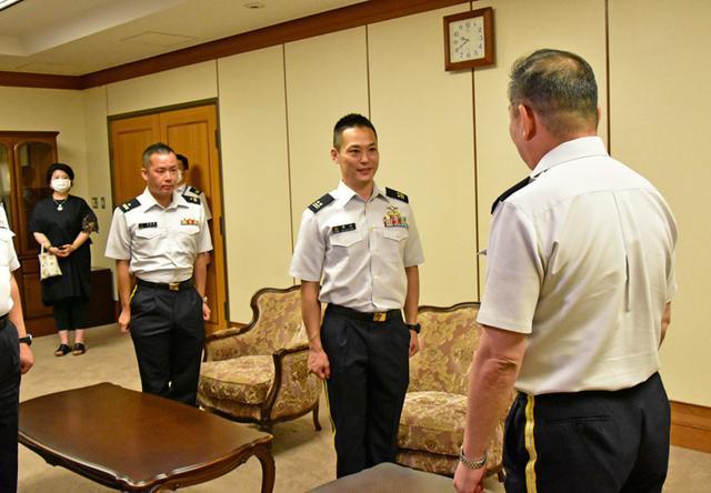 画像1: MFO交代要員2人が出国報告|陸上自衛隊