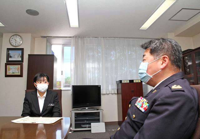 画像: 舘枝里香 陸士長(写真左・第7特科連隊)と本部長