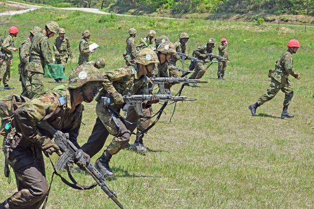 画像8: 自衛官候補生32人が戦闘訓練|青森駐屯地