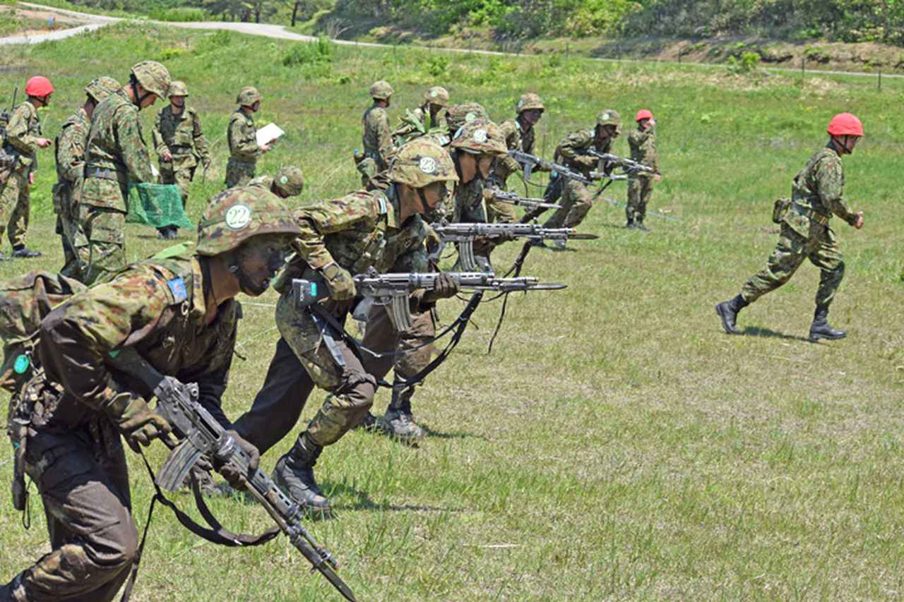 画像8: 自衛官候補生32人が戦闘訓練 青森駐屯地