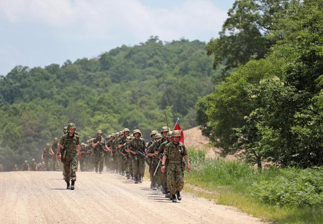 画像1: 曹候生と自候生1020人が25キロ行進訓練|大津駐屯地