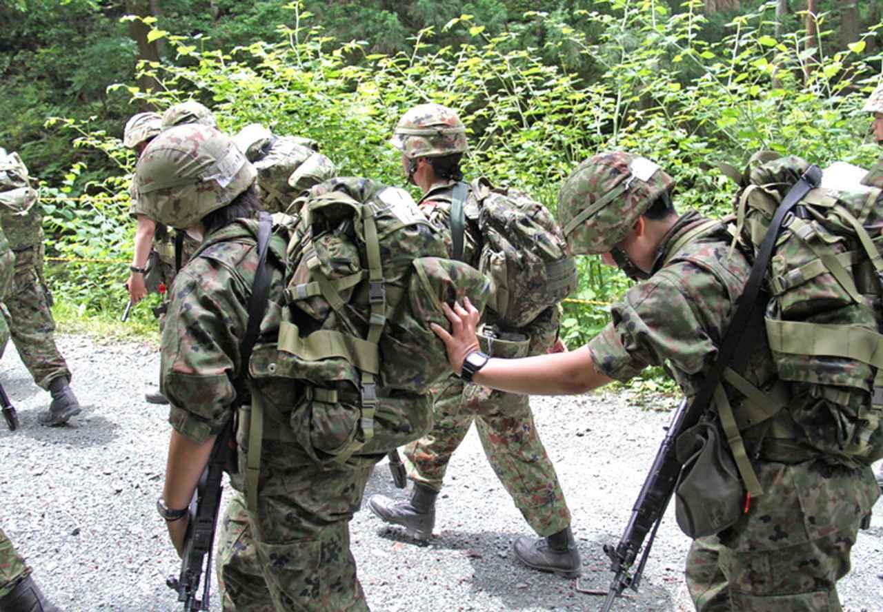 画像2: 曹候生と自候生1020人が25キロ行進訓練|大津駐屯地