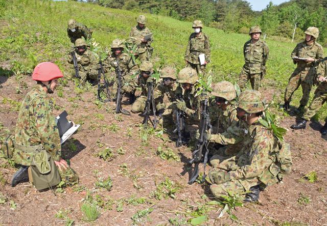 画像1: 自衛官候補生32人が戦闘訓練|青森駐屯地