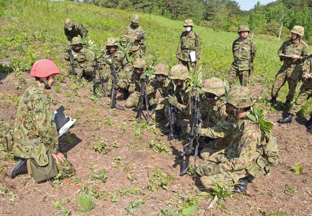 画像1: 自衛官候補生32人が戦闘訓練 青森駐屯地
